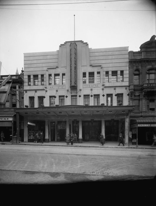 Majestic Theatre, Willis Street, Wellington. Raine, William Hall, 1892-1955 :Negatives of New Zealand towns and scenery, and Fiji. Ref: 1/1-018115-G. Alexander Turnbull Library, Wellington, New Zealand. http://natlib.govt.nz/records/22898333