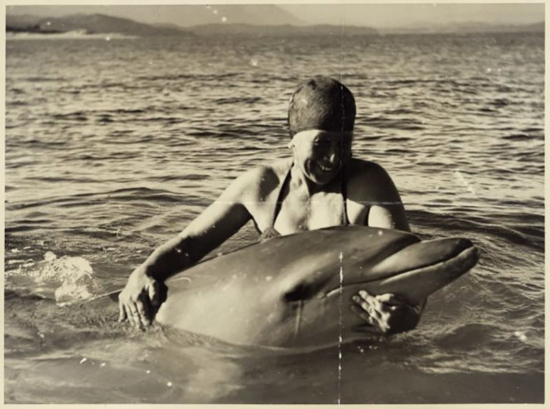 Lee-Johnson, Eric Albert, 1908-1993. Woman with Opo the dolphin, at Opononi - Photograph taken by Eric Lee-Johnson. Scott, Thomas Henry, 1918-1960 :Photographs. Ref: PAColl-5849-3-001. Alexander Turnbull Library, Wellington, New Zealand. http://natlib.govt.nz/records/22831745