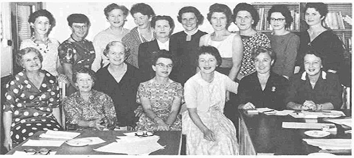 """Women's Hour"" personalities from NZBC commercial stations in 1960. Doreen Kelso of 2ZB Wellington, seated second from right (Ngā Taonga Sound & Vision Documentation Collection)."