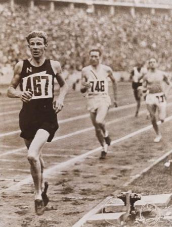 Photograph of Jack Lovelock winning the 1500 metres at the Berlin Olympic Games. Lovelock, John Edward (Jack), 1910-1949 : Papers. Ref: MSX-2261-062. Alexander Turnbull Library, Wellington, New Zealand. http://natlib.govt.nz/records/22860702