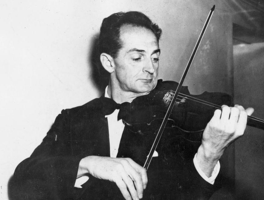 Vincent Aspey playing the violin, Wellington Town Hall [1955]. New Zealand Free Lance : Photographic prints and negatives. Ref: 1/2-146976-F. Alexander Turnbull Library, Wellington, New Zealand. http://natlib.govt.nz/records/22914998