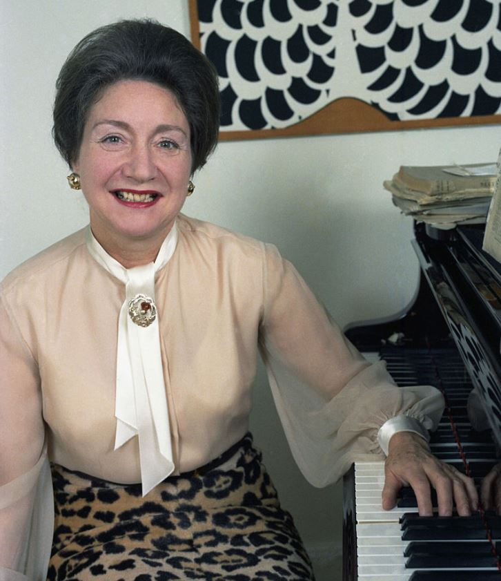 Dame Moura Lympany at home in London photographed by Allan Warren (Creative Commons, Wikipedia).