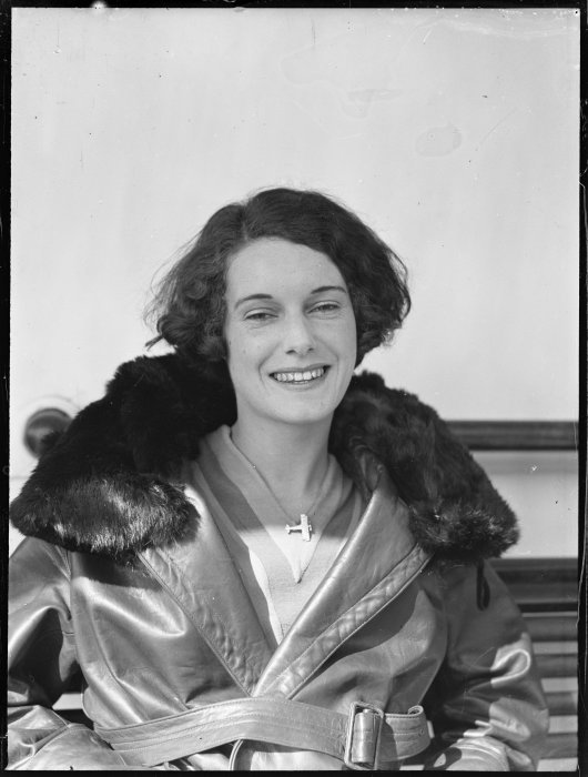 Portrait of Jean Batten. Whites Aviation Ltd :Photographs. Ref: WA-AVP-23-1-G. Alexander Turnbull Library, Wellington, New Zealand. http://natlib.govt.nz/records/23101182