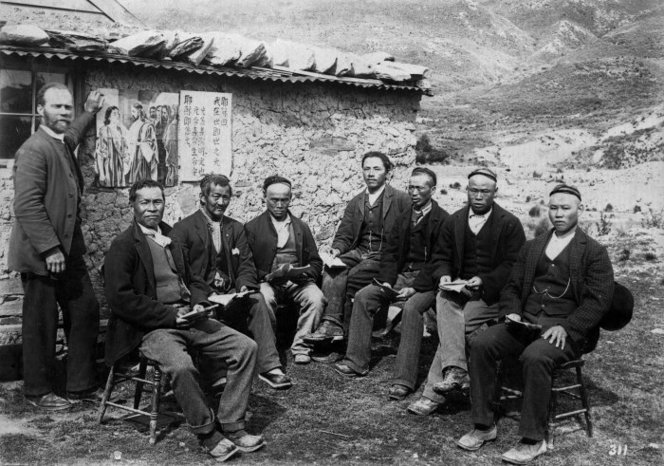 Chinese gold miners and Reverend Alexander Don at the Kyeburn diggings, Otago. Ref: 1/2-019156-F. Alexander Turnbull Library, Wellington, New Zealand. http://natlib.govt.nz/records/22883508