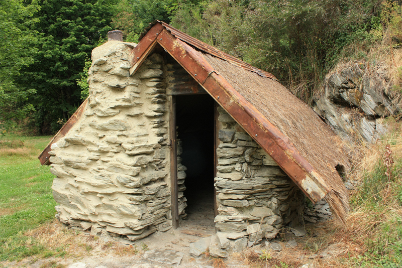 Chinese miners hut, Arrowtown Chinese settlement (courtesy of NZHistory).