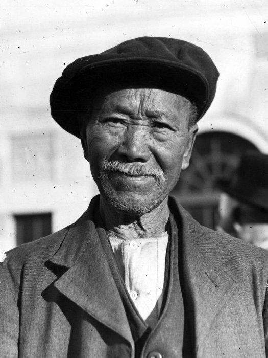"85 year old gold miner Kong Cong of Lawrence, who arrived at the diggings in 1862. ""New Zealand Freelance,"" 27 May 1936. Ref: PAColl-5469-018. Alexander Turnbull Library, Wellington, New Zealand. http://natlib.govt.nz/records/23053398"